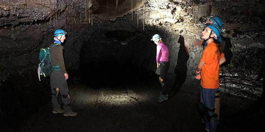 dans le tunnel de lave de la coulée de 2004